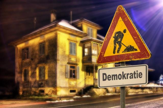 Schild 152 - Demokratie