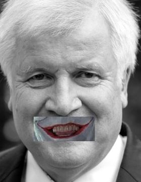 ARCHIV - Der Ministerpräsident von Bayern, Horst Seehofer, kommt am 27.09.2013 in München (Bayern) in das Prinz-Carl-Palais. Ministerpräsident Seehofer will Bayern in die digitale Weltspitze führen. Doch der erste Versuch, in den Ministerien eine Standardsoftware für die elektronische Akte einzuführen, ist gescheitert. Foto: Sven Hoppe/dpa +++(c) dpa - Bildfunk+++