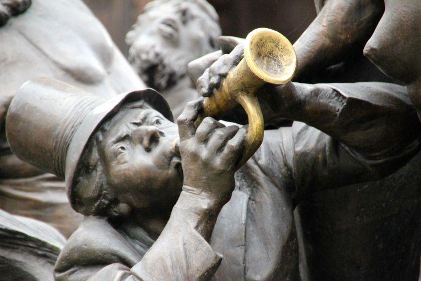 trumpeter-1028057_1920