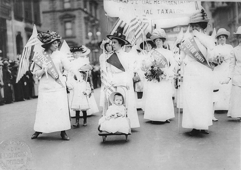 Feminist_Suffrage_Parade_in_New_York_City,_1912