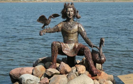 Frauke Feind Njördr statue-514829_1920